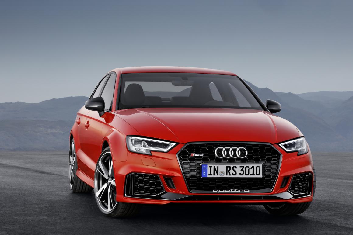 パリモーターショー2016:Audi RS 3 Sedan - コンパクトセグメント最速