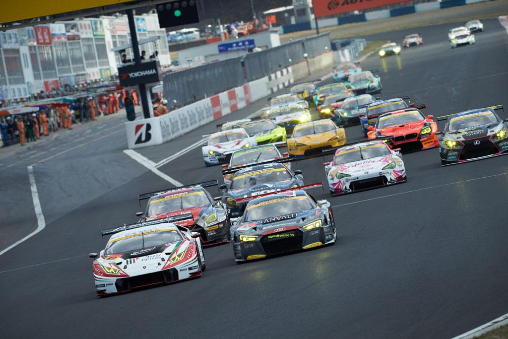 Audi R8 LMS、SUPER GT開幕戦でエキサイティングなスタート