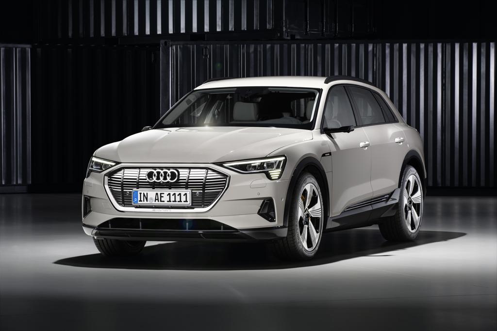 ファン トゥ ドライブを実現した電気自動車:The Audi e-tron