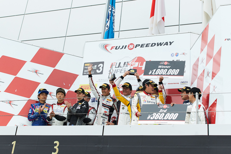 Audi RS 3 LMS、富士SUPER TEC 24時間レースでクラス優勝